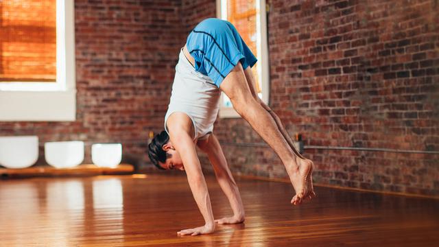 "Elvis Garcia's ""Float"" Online Video Workouts on Alo Moves"