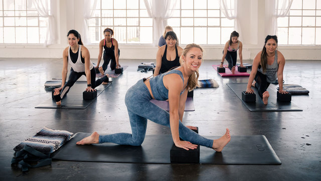 """Jacquelyn Umof's """"Splits Flexibility Flow"""" Online Video Workouts on Alo Moves"""