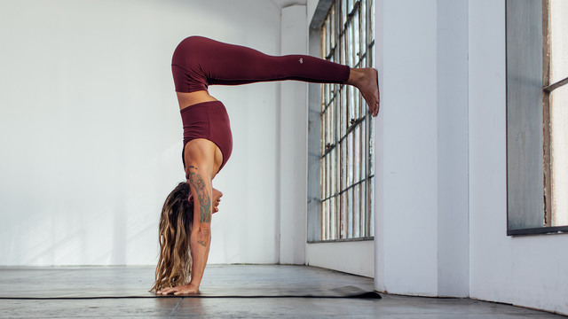 "Hannah Haller's ""Straighten Out Your Handstand"" Online Video Workouts on Alo Moves"
