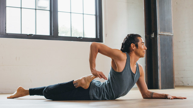 "Elvis Garcia's ""Find Your Flow"" Online Video Workouts on Alo Moves"