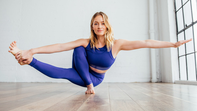 "Caley Alyssa's ""Yoga Plyo Boost"" Online Video Workouts on Alo Moves"
