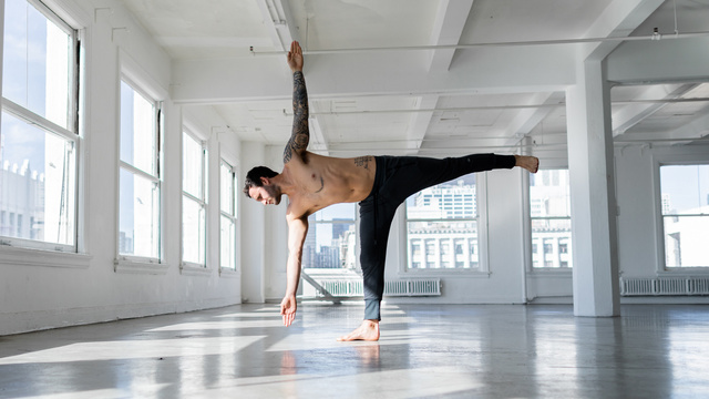 "Calvin Corzine's ""Pose Builder"" Online Video Workouts on Alo Moves"