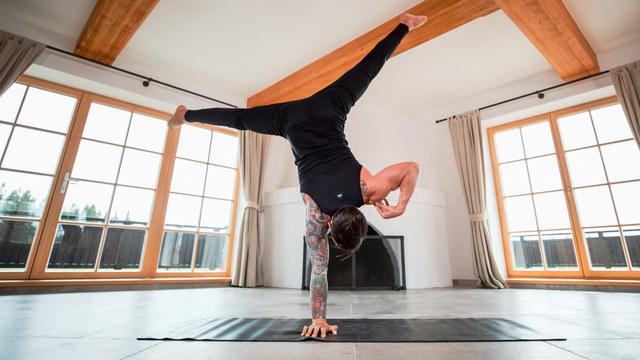 """Dylan Werner's """"Handstand Builder 3"""" Online Video Workouts on Alo Moves"""