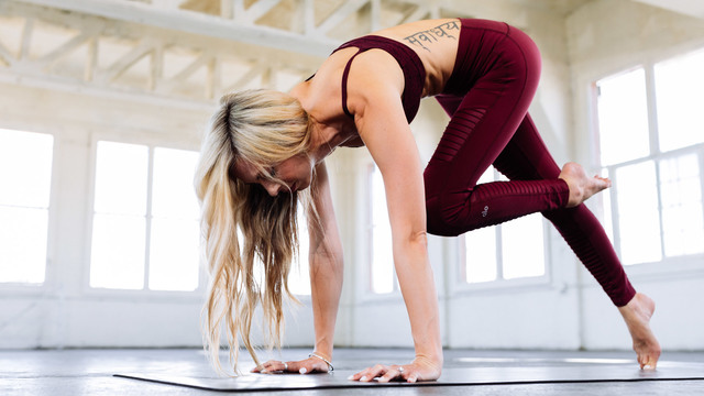 """Ashley Galvin's """"Thirty30 Burn"""" Online Video Workouts on Alo Moves"""