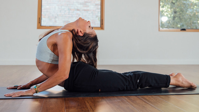 """Aubry Marie's """"Evening Reset"""" Online Video Workouts on Alo Moves"""
