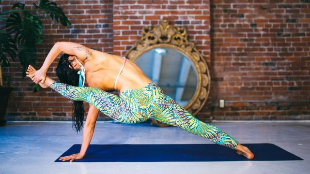 "Meghan Currie's ""Wring It Out"" Online Video Workouts on Alo Moves"