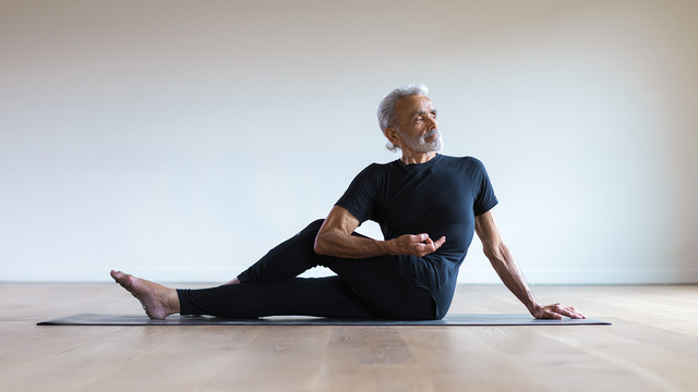 "Sri Dharma Mittra's ""Essential Yoga Poses"" Online Video Workouts on Alo Moves"