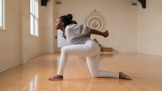 """Abiola Akanni's """"Divine Hatha"""" Online Video Workouts on Alo Moves"""