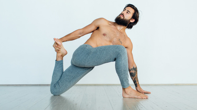 "Patrick Beach's ""Yoga Stretches for Beginners"" Online Video Workouts on Alo Moves"