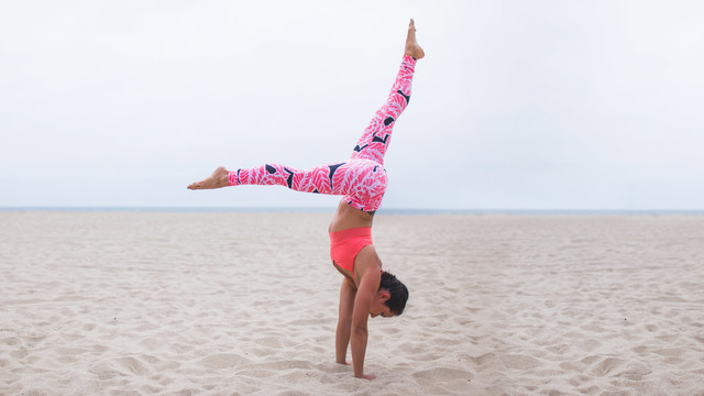"Briohny Smyth's ""Inverted Life: Handstand Preps"" Online Video Workouts on Cody"