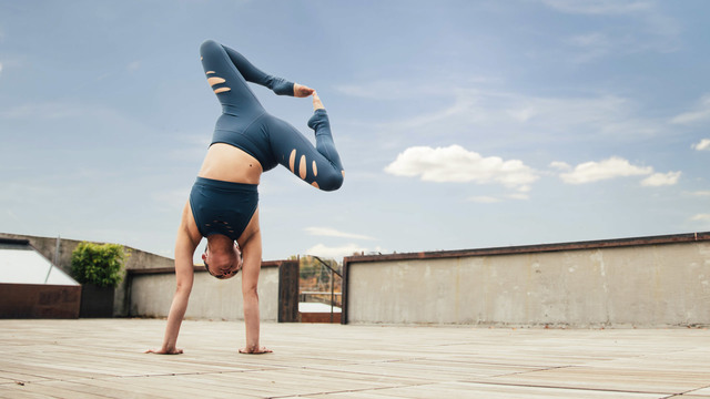 "Melini Jesudason's ""Destination Handstand"" Online Video Workouts on Alo Moves"