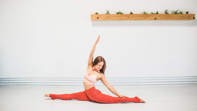 "MacKenzie Miller's ""Happy Heart Vinyasa"" Online Video Workouts on Alo Moves"