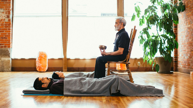 "Sri Dharma Mittra's ""Psychic Sleep"" Online Video Workouts on Alo Moves"