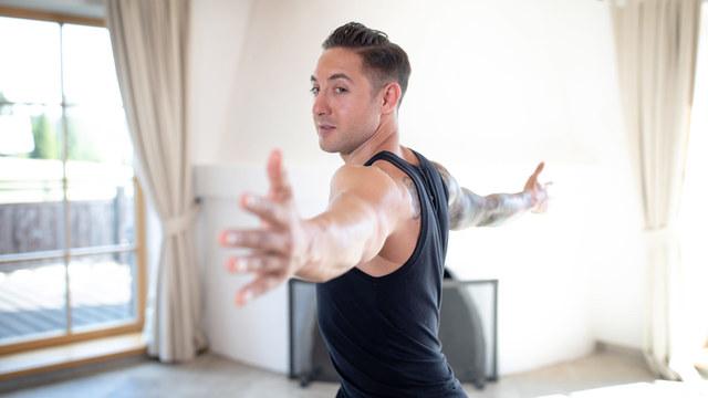 "Dylan Werner's ""Shoulder & Wrist Mobility"" Online Video Workouts on Alo Moves"