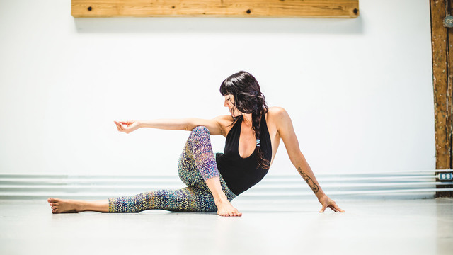 "Meghan Currie's ""Flexibility Intelligence"" Online Video Workouts on Alo Moves"
