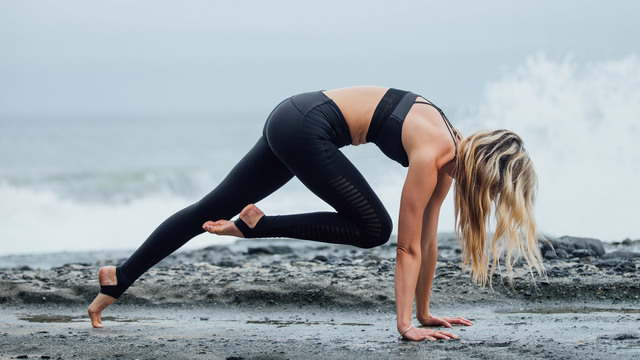 "Ashley Galvin's ""Body Blast"" Online Video Workouts on Alo Moves"