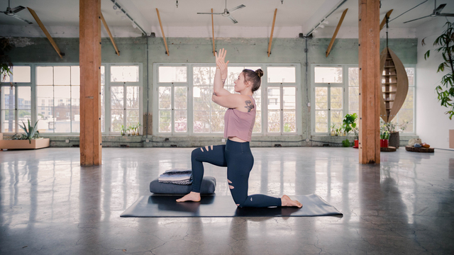 """Carling Harps's """"Quick Unwind"""" Online Video Workouts on Alo Moves"""