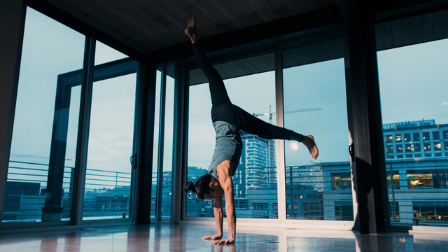 "Elvis Garcia's ""Flight"" Online Video Workouts on Alo Moves"