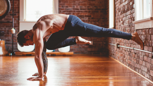 "Dylan Werner's ""True Strength Evolution 1"" Online Video Workouts on Alo Moves"