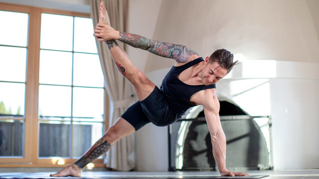 "Dylan Werner's ""Stability Flow"" Online Video Workouts on Alo Moves"
