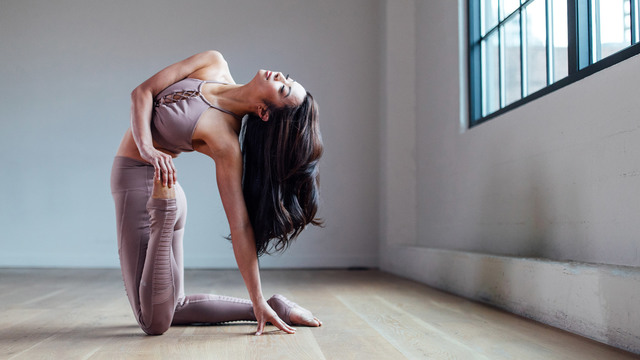 "Melini Jesudason's ""Dynamic Flexibility"" Online Video Workouts on Alo Moves"