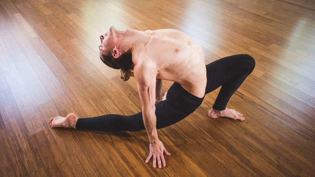 "Jared McCann's ""Unlimited Vinyasa"" Online Video Workouts on Alo Moves"