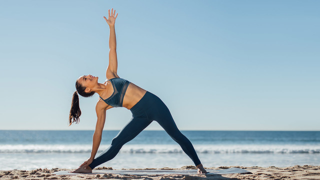 "Briohny Smyth's ""Beginner Power Vinyasa"" Online Video Workouts on Alo Moves"