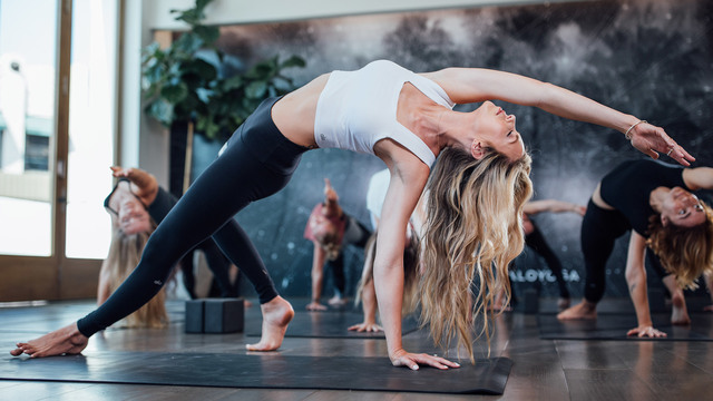 """Ashley Galvin's """"Deep Strength"""" Online Video Workouts on Alo Moves"""