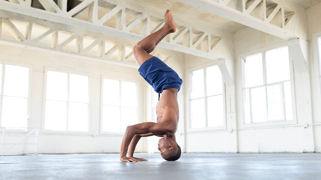 """Andrew Sealy's """"Inverted Flow"""" Online Video Workouts on Alo Moves"""