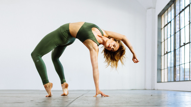 """Caley Alyssa's """"Pure Energy"""" Online Video Workouts on Alo Moves"""